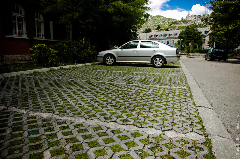 Решетка для парковки у дома