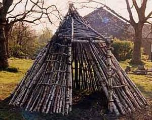 Как построить шалаш для детей в лесы