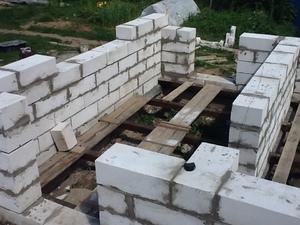 Постройка стен бани